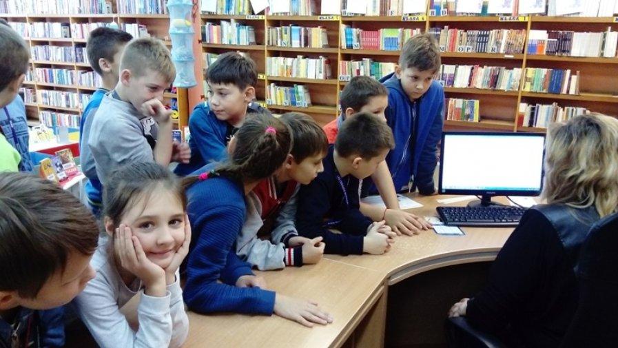 IV d z wizytą w bibliotece