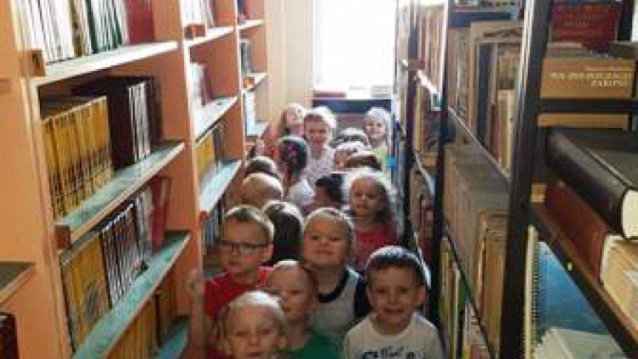 Wizyta przedszkolaków w szkole